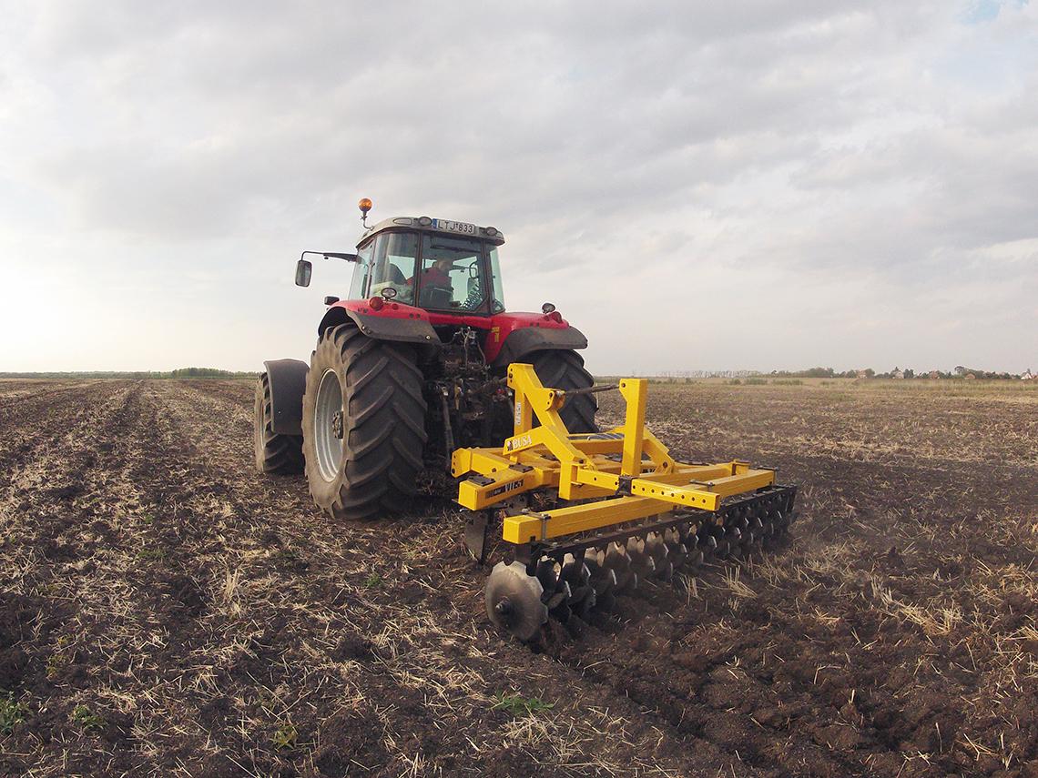 Busa VTL-5 talajlazító tárcsás elmunkálóval